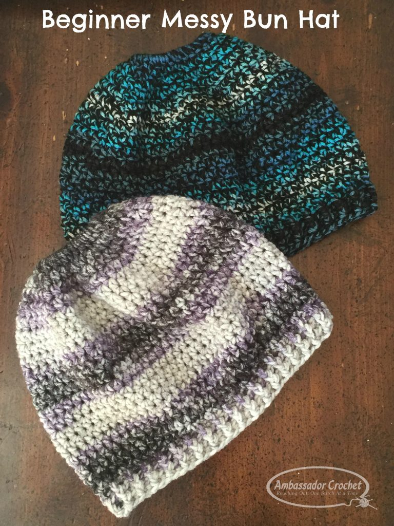 this messy bun hat crochet pattern is perfect for a beginner crocheter, and it's free from Ambassador Croche.t